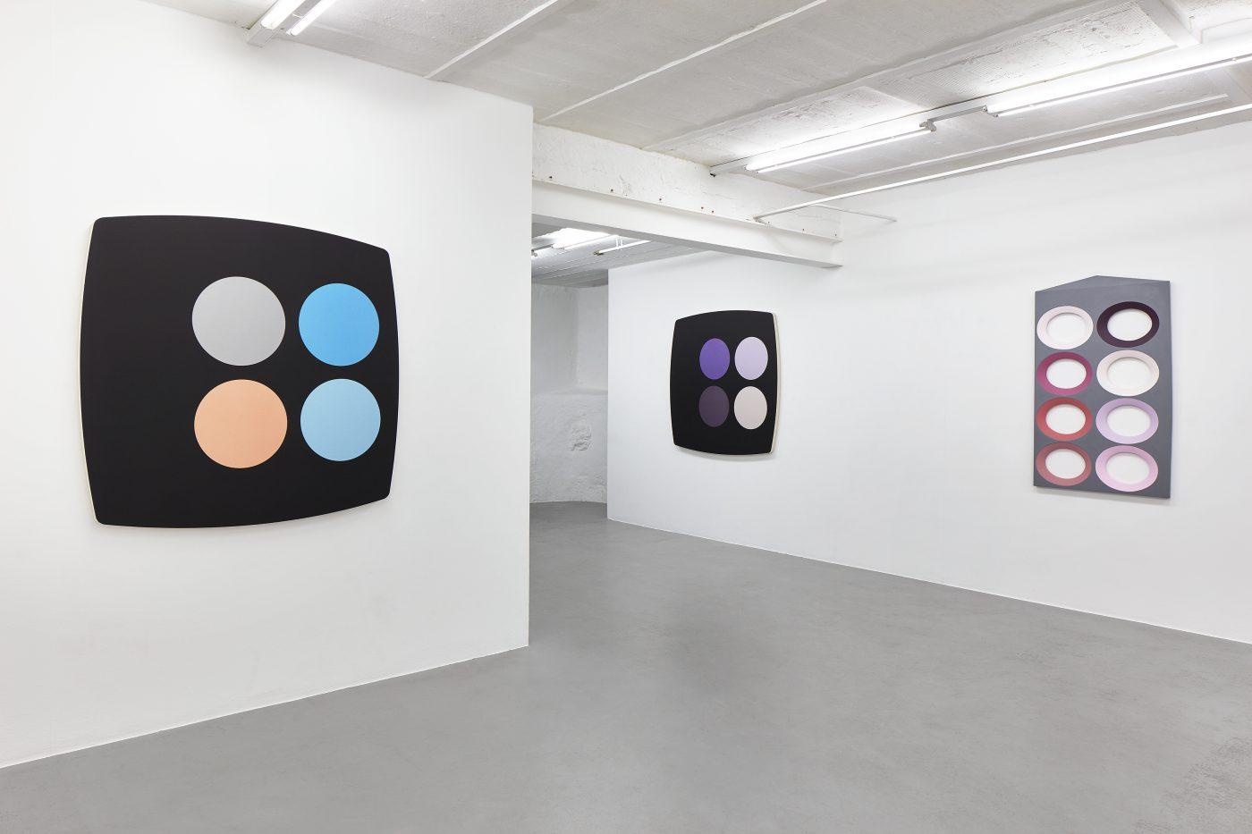 Galerie Lange + Pult – Sylvie Fleury, Olivier Mosset, Blair Thurman